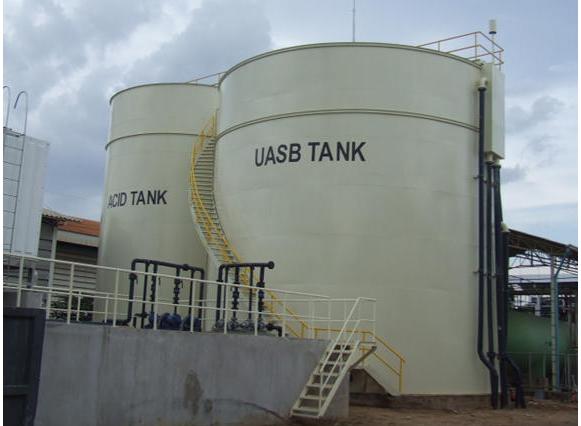 bồn xử lý nước thải công nghiệp composite được đặt ngoài trời