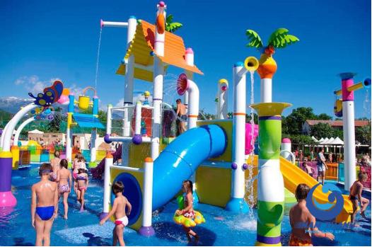 Một khu vui chơi công viên nước từ nhựa composite