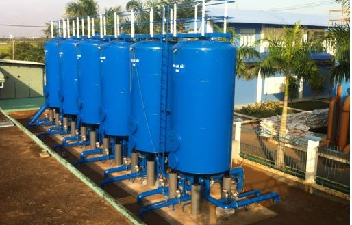 Hệ thống xử lý nước cấp đang được thi công tại một doanh nghiệp