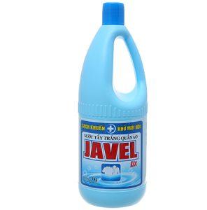 Nước javel đóng chai để tẩy trắng quần áo