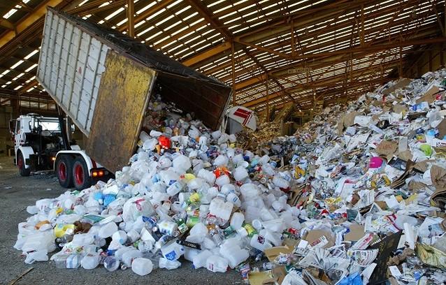 Hình ảnh rác thải thải ra từ 1 công ty