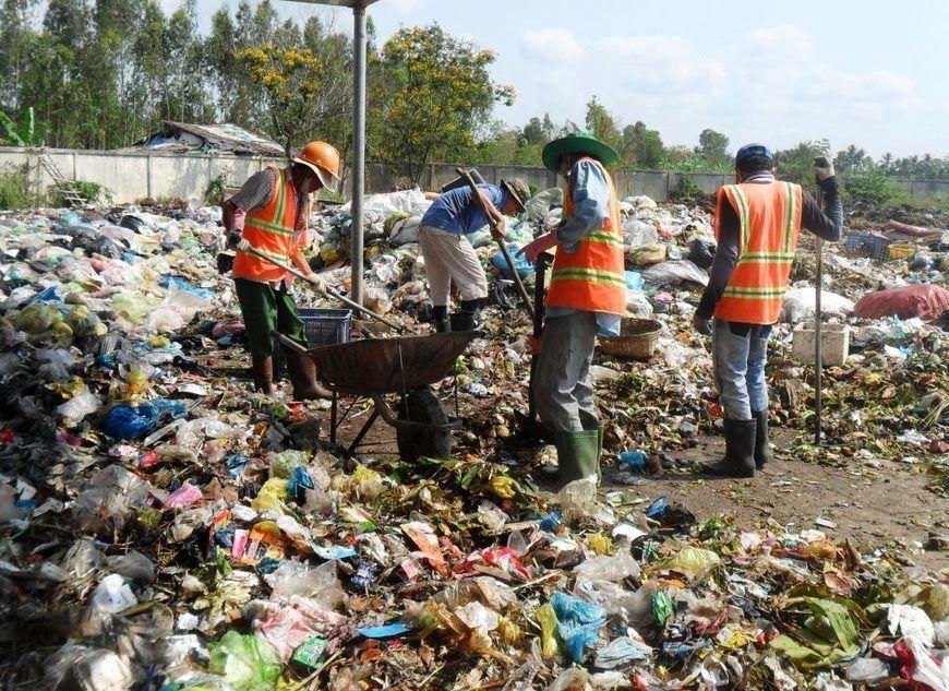 Vai trò của đội ngũ xử lý rác thải công nghiệp