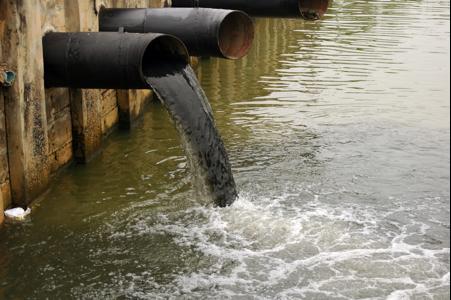 Nước thải công nghiệp đang bị ô nhiễm nặng
